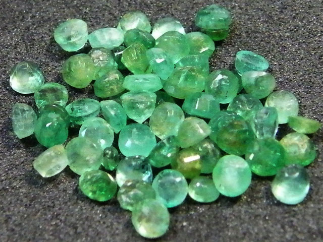 PARCEL FACETED EMERALD STONES 9.65 CTS SGS 20
