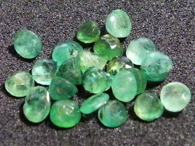 PARCEL FACETED EMERALD STONE 3.75 CTS SGS 23