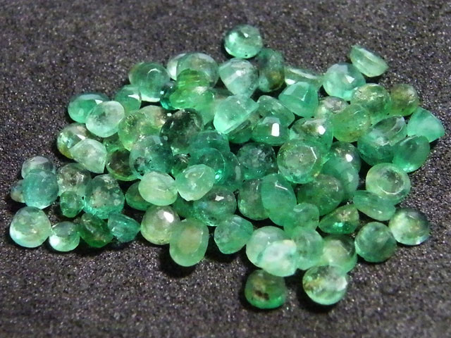 PARCEL FACETED EMERALD STONES 12.25 CTS SGS 27