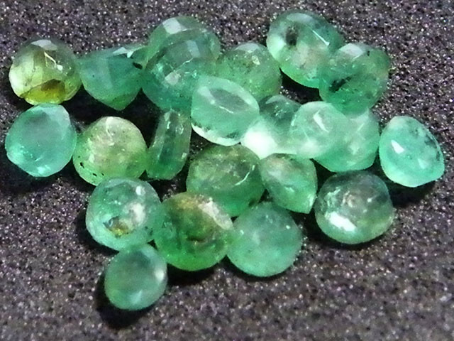 PARCEL FACETED EMERALD STONES 3.85 CTS SGS 30