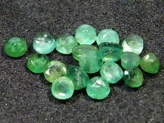 PARCEL FACETED EMERALD STONES 3.05 CTS SGS 31