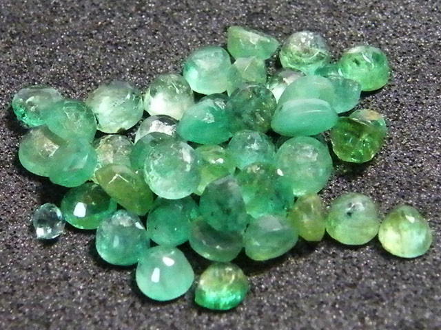 PARCEL FACETED EMERALD STONES 6.85 CTS SGS 37
