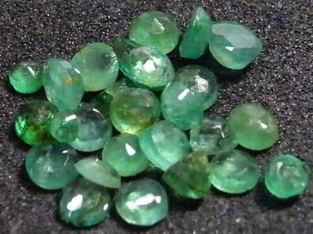 PARCEL FACETED EMERALD STONES 3.5 CTS SGS 38