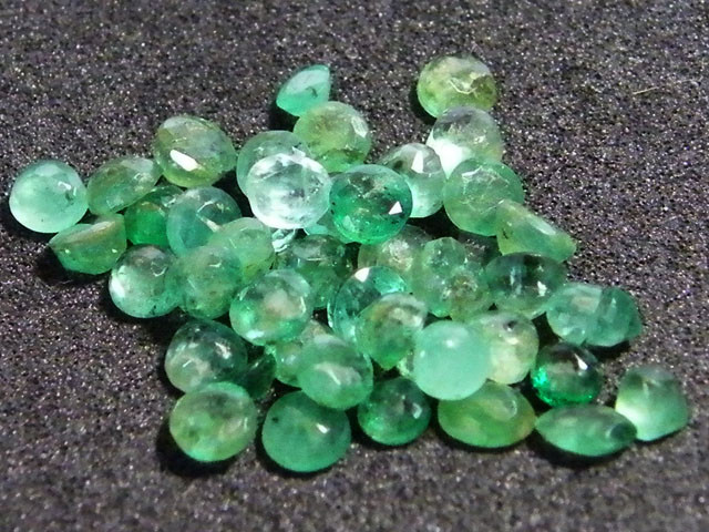 PARCEL FACETED EMERALD STONES 6.55 CTS SGS 41