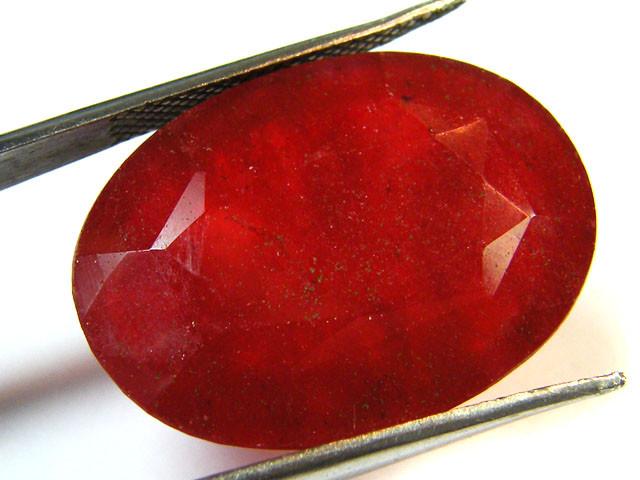 Quartz Ruby Red colour  24.60  carats   QU 173