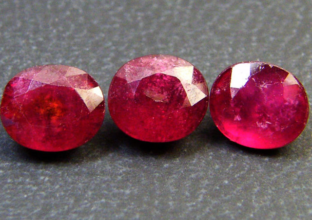 PARCEL 3 PCS DEEP RASBERRY RED RUBIES 4.90 CTS RM 259