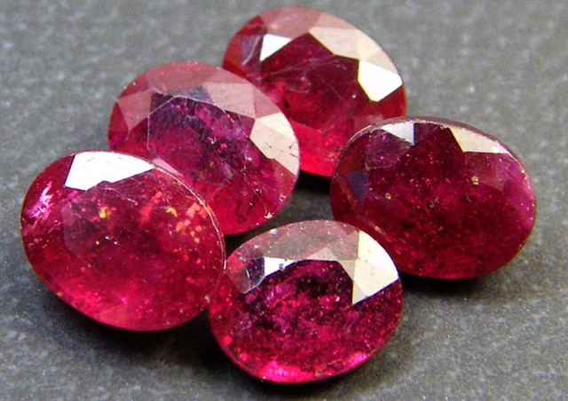 PARCEL 5 PCS DEEP RASBERRY RED RUBIES 4.65 CTS RM 271