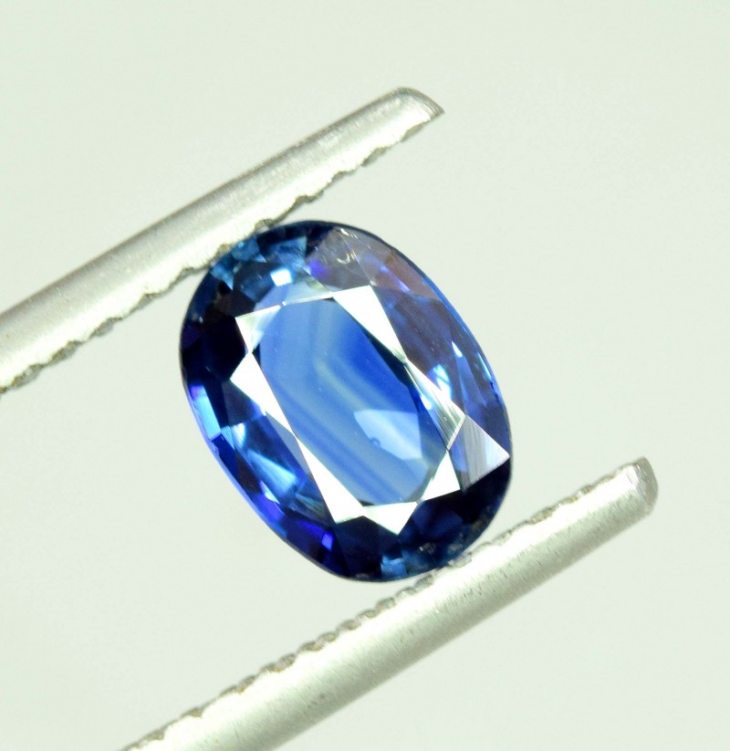 1.75 cts Super Quality Natural  Oval Cut Sapphire Gemstone