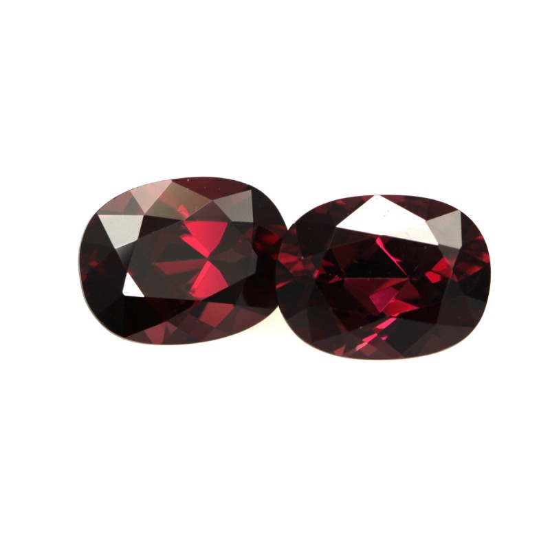 4.23cts Natural Rhodolite Garnet Matching Oval Cut