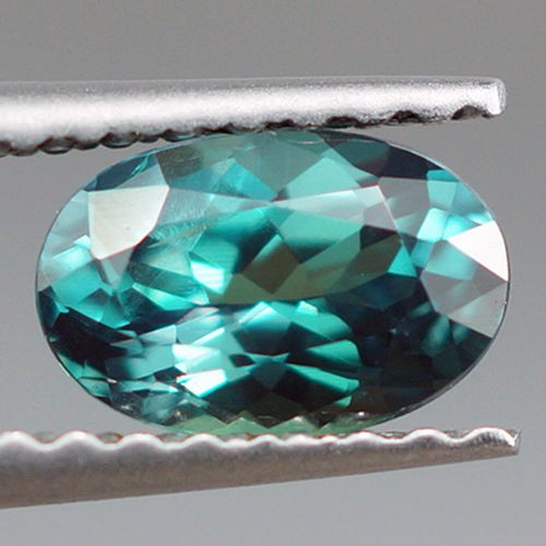 0.72 ct NATURAL BLUISH GREEN ALEXANDRITE TOP QUALITY COLOR CHANGE