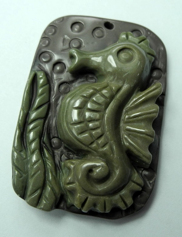 BEAUTIFULLY CARVED RIBBON JASPER SEAHORSE PENDANT BEAD