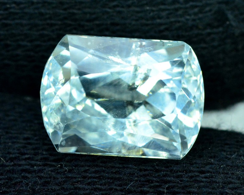 9.40 carats Radiant Cut Natural Aquamarine Loose Gemstone from Pakistan