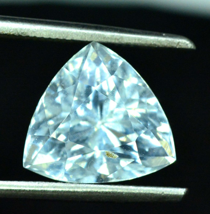 3.75 carats trilion Shape Natural Aquamarine Gemstone from Pakistan