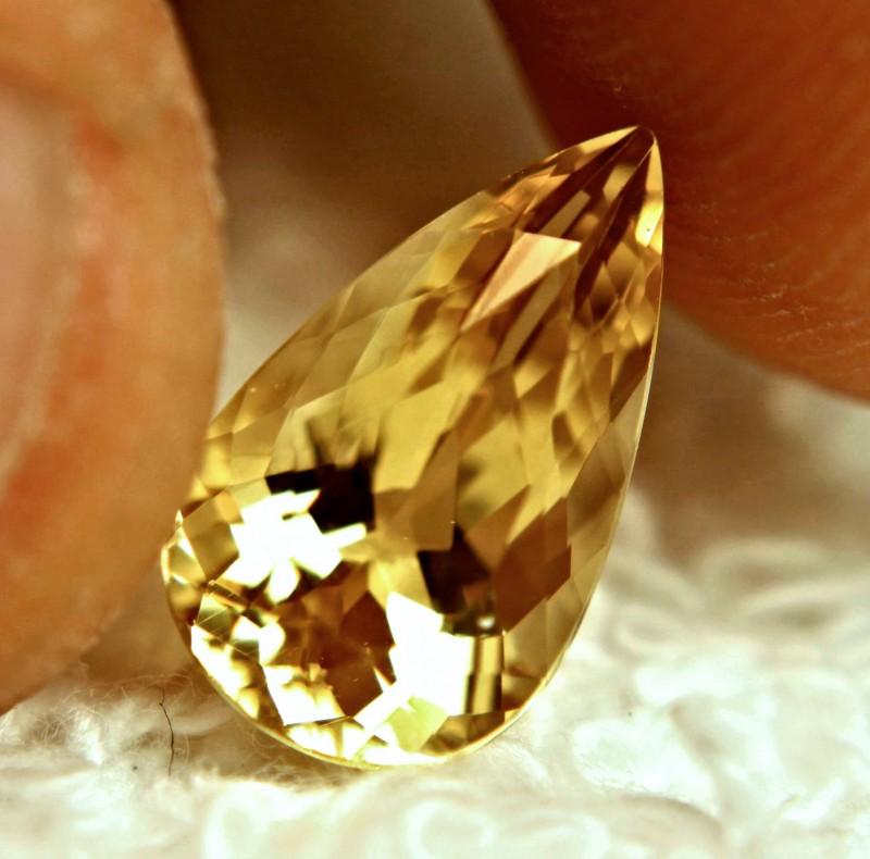 2.95 Carat VVS1 Golden Beryl - Lovely