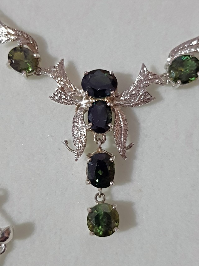 8 Australian Sapphire Necklace + Pair of Ear Rings