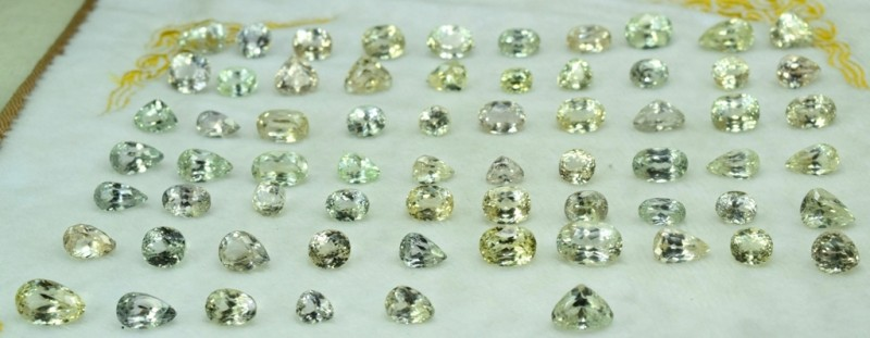 610 carats Natural Triphane Gemstones Parcel