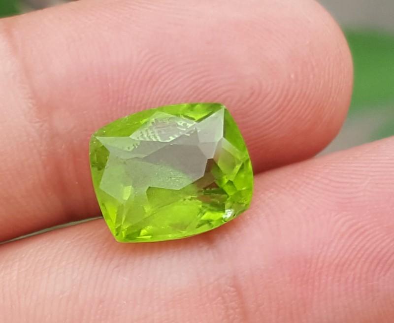 7.8 carats beautiful Peridot
