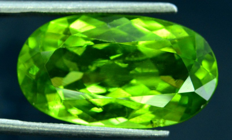 9.75 cts  Top Grade Oval  Cut Natural Olivine Green Natural Peridot Gemston