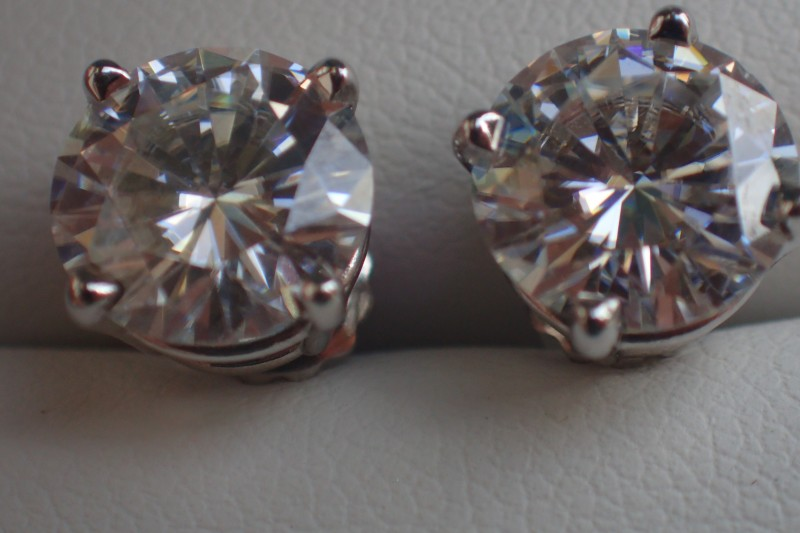 Boucles d'oreilles en or 18ct avec diamants de 2.37ct E/VS2 et 2.40ct F/VS1