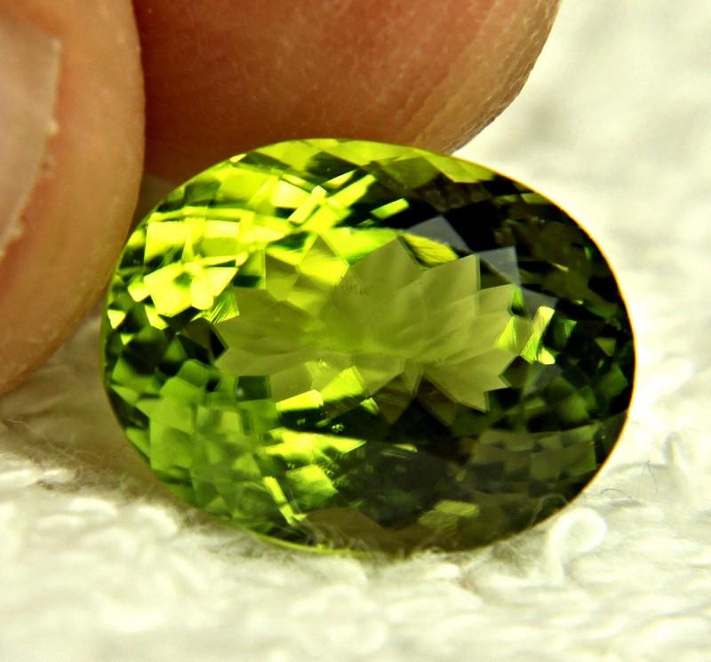 7.10 Ct. Vibrant Green VVS1 Himalayan Peridot - Superb