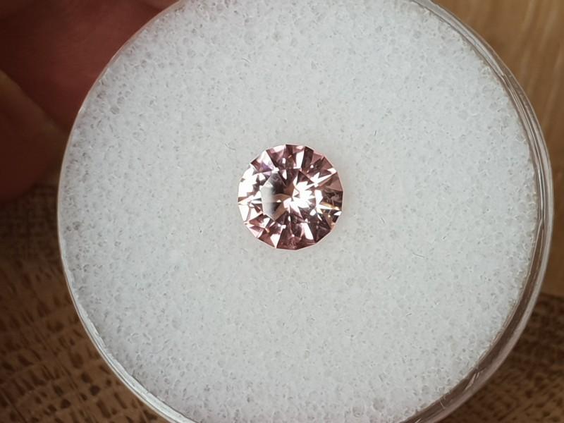 1,40ct Light pink Tourmaline - Master cut & Glowing!
