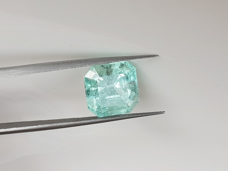 8,39ct Certified Colombian Emerald - Glowing!