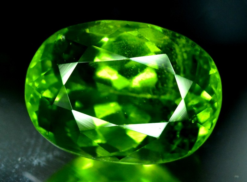 Certified 9.275 cts Top Grade Natural Olivine Green Natural Peridot Gemston