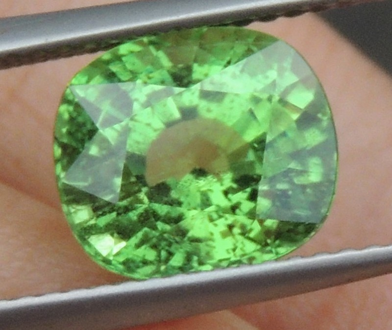 4.16cts, Certified Tsavorite,  Untreated,  Pure Green,