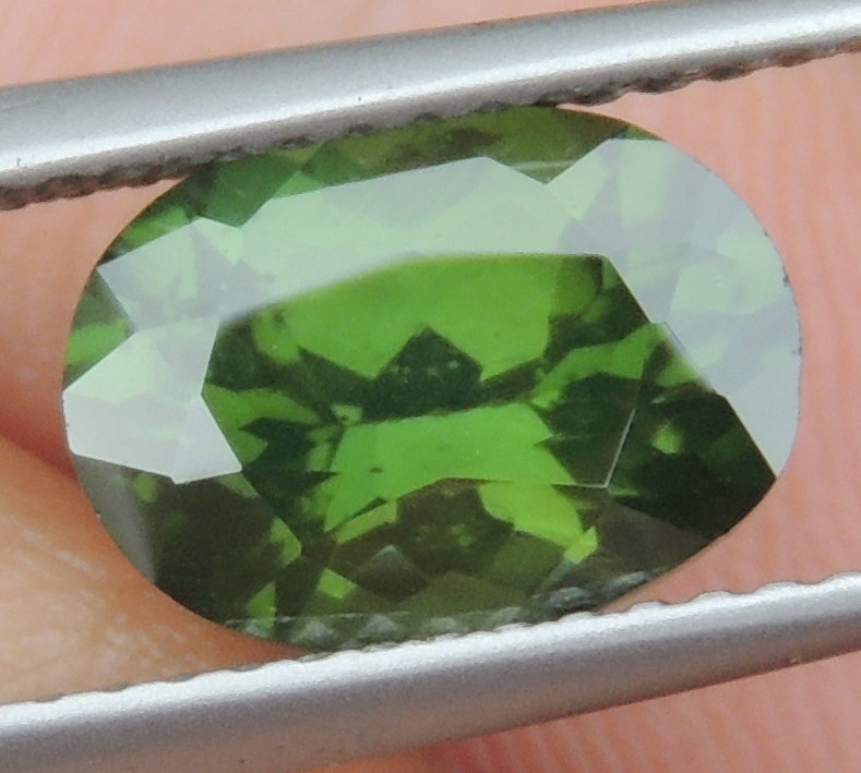 2.88cts,  Green Zircon, Eye Clean,