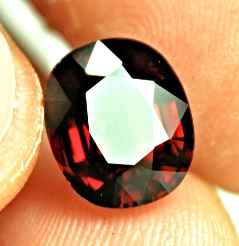 CERTIFIED - 7.31 Carat VVS African Rhodolite Garnet - Superb