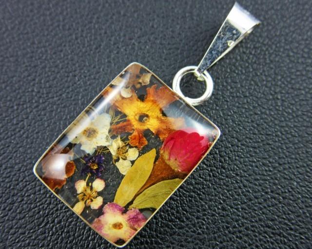 Amazing natural miniture flower in pendnat GTJA 151