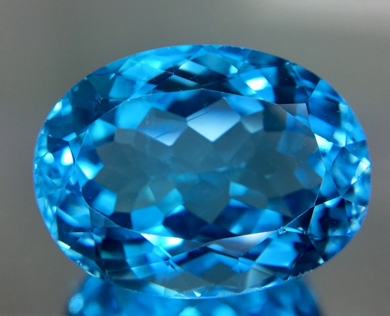 27.10 Crt Topaz Faceted Gemstone