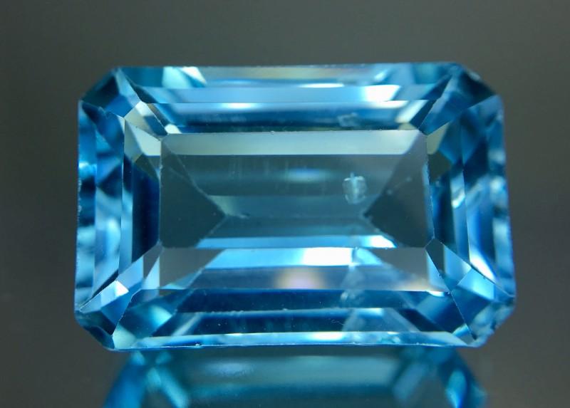 16.75 Crt Topaz Faceted Gemstone