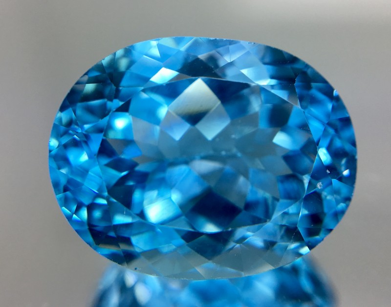 19.75 Crt Topaz Faceted Gemstone