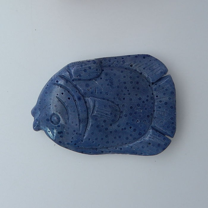 76.5ct Blue Coral Adorable Fish Carving (18072707)