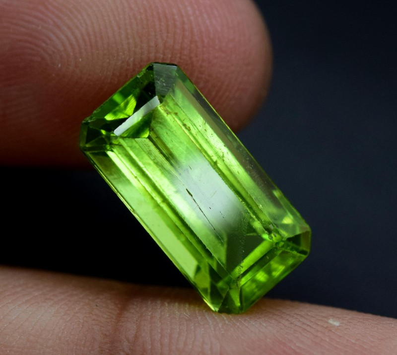 6.80 cts Top Grade Natural Olivine Green Natural Peridot Gemstone