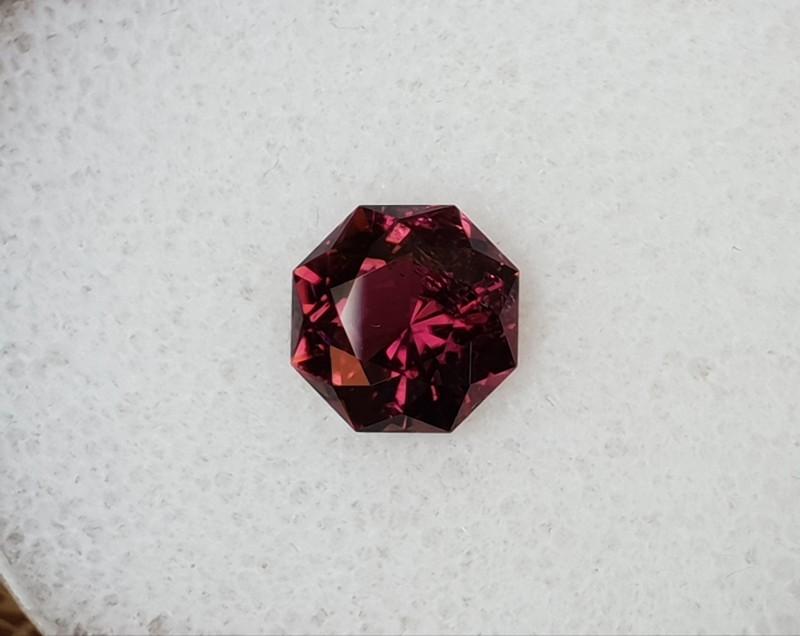 1,74ct Purple Tourmaline - Master cut!