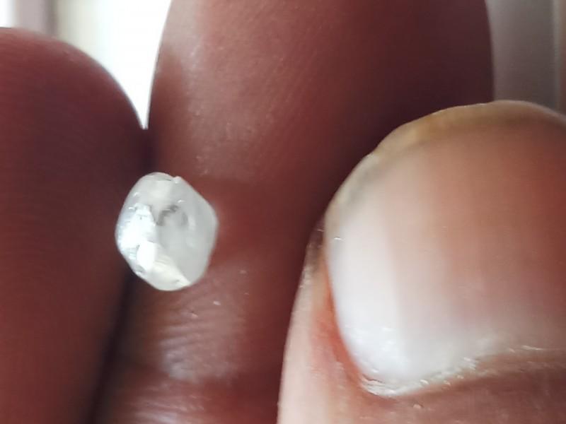 NATURAL- D- COLOUR SNOW WHITE DIAMOND ROUGH-0.85CTWSIZE-1PCS