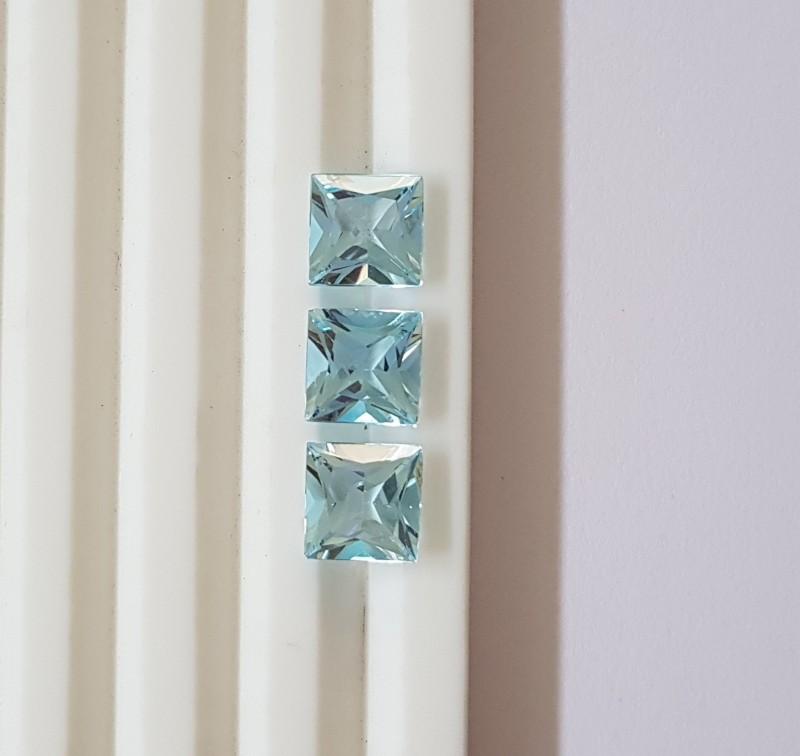 VVS 7.7 carats Sky Blue Topaz - princess cut parcel