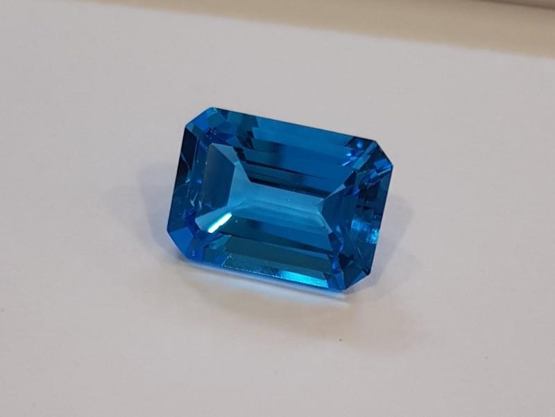 12 carats Swiss blue topaz - deep blue #G0038