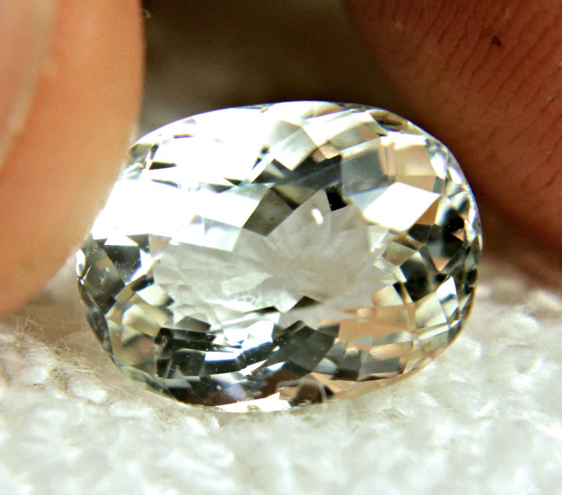 4.65 Carat VS Brazil Goshenite / White Beryl - Gorgeous