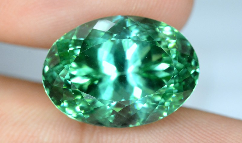 No Reserve - 18.40 carats Oval Cut Lush Green Spodumene Gemstone From Afgha