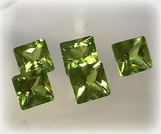5 piece  Peridot Gem Parcel 5mm VVS stones Jewellery grade gems