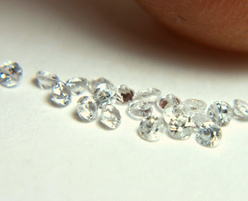 1.0 Tcw. White Southeast Asian VS Zircons - 2mm - 20pcs.