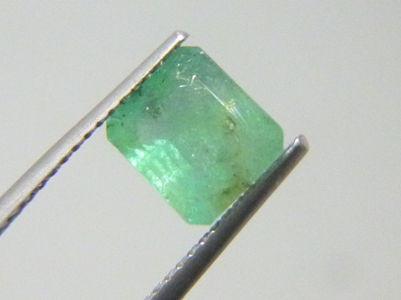 1.99cts  Emerald , 100% Natural Gemstone