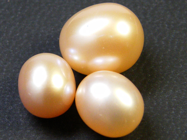 PARCEL HIGH LUSTRE FRESH WATER PEARLS 17.55 CTS SG 1159
