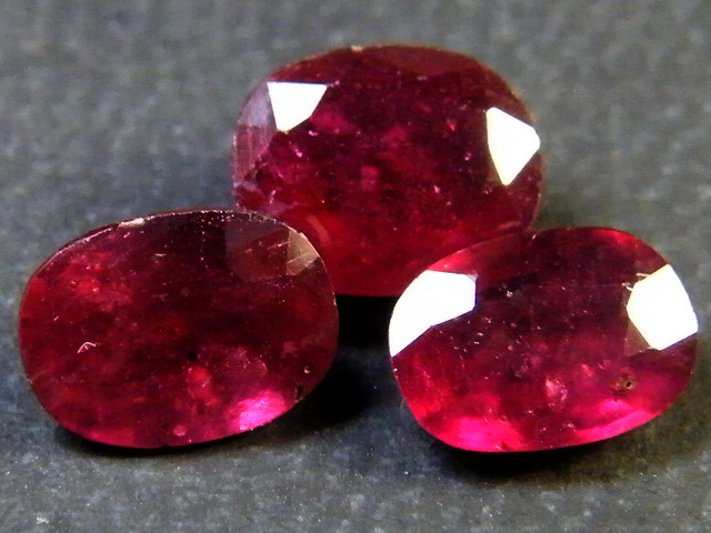 PARCEL BLOOD RED RUBIES 3.75 CTS RM 378