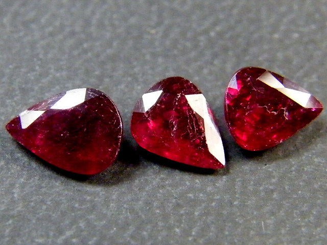 PARCEL BLOOD RED RUBIES 2.75 CTS RM 380