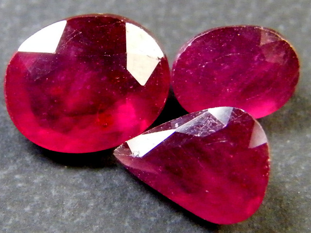PARCEL BLOOD RED RUBIES 5.15 CTS RM 383