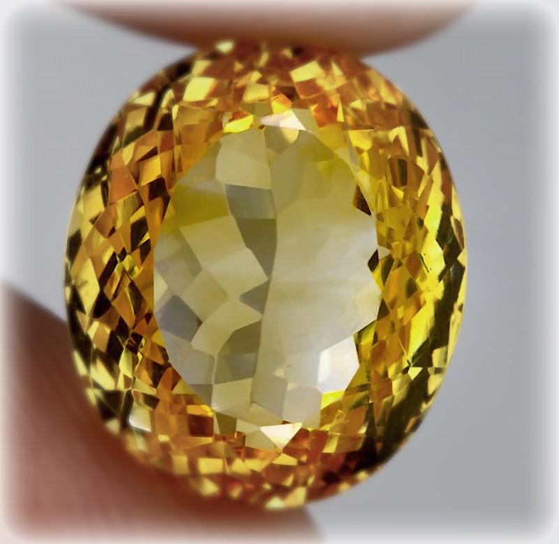 12.52 BRIGHT GOLDEN YELLOW TONED CITRINE  -